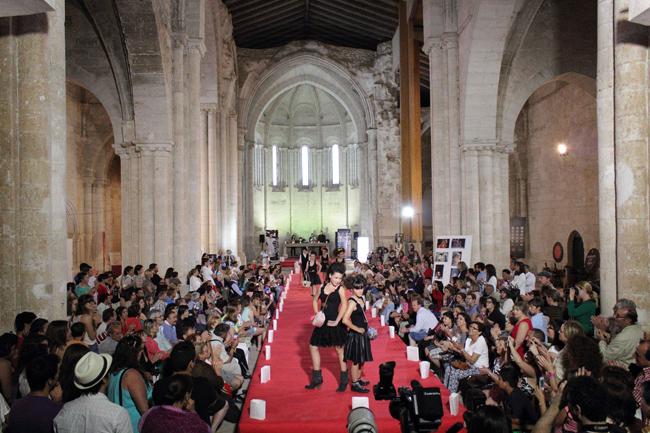 Desfile organizado por la estilista Olga Garcia en el Monasterio de Palazuelos