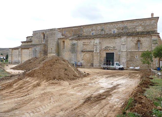 Retira Piedras exterior del Monasterio